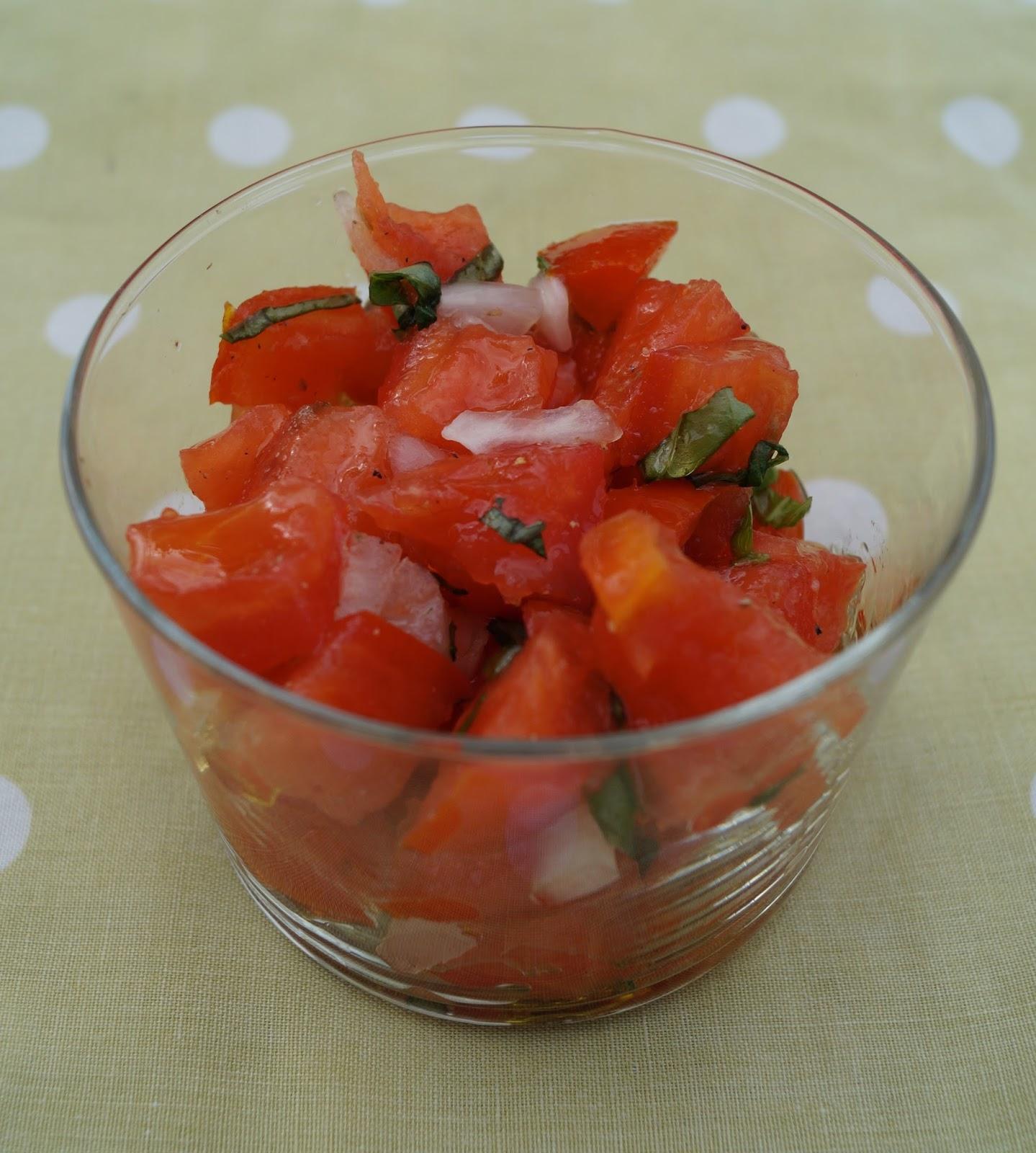 Tartare de tomates au basilic - Comment couper une tomate en cube ...