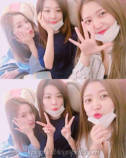 Foto Kim Ye rim dengan member Red Velvet lainnya