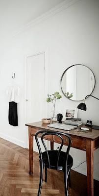 escritório com móveis rústicos em decoração feminina e sóbria