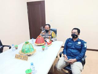 """Mantap'Kapolres Sinjai Juara 1 Mengangkat Tema""""Press Release Penerapan Protokol Kesehatan 5M melalui Operasi Yustisi"""