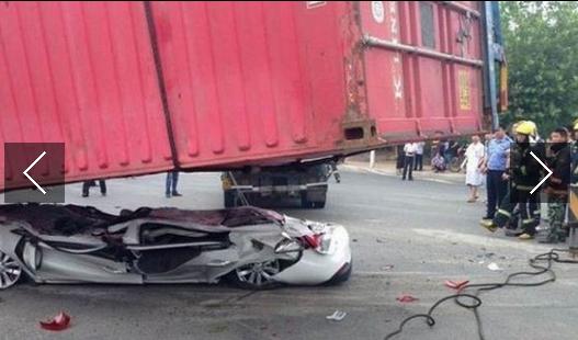 Ovo vozilo je slomio kontejner, zapanjujuće šta su našli unutra.
