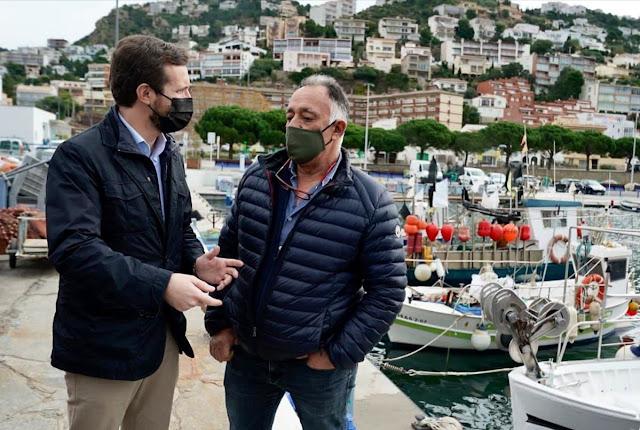 Casado en el puerto de Roses (Girona)