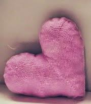 http://margarita-knitting.blogspot.com.es/2014/08/cojin-corazon-crochet.html