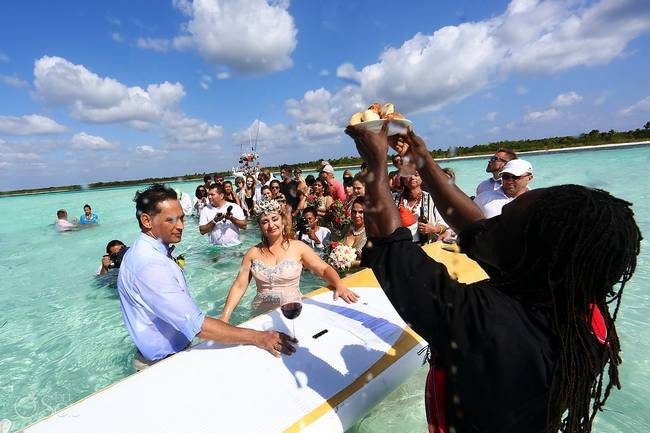 incrivel casamento realizado no mar no caribe 02 - Um casamento no meio do mar. Diferente de tudo que você já viu.