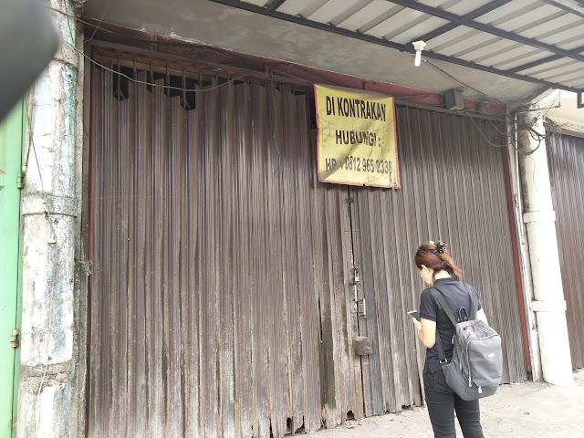 Ngukur Pintu Garasi Besi Sambil Jalan-Jalan