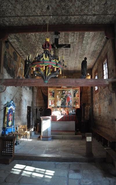 Drewniany kościół św. Leonarda z XV w. - nawa