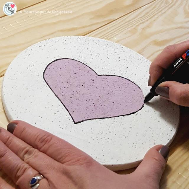 Dibujar el contorno de la figura con rotulador permanente