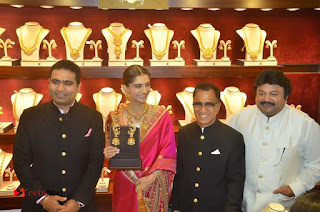 Actress Sonam Kapoor Launch Kalyan Jewellers Anna Nagar Showroom 0031