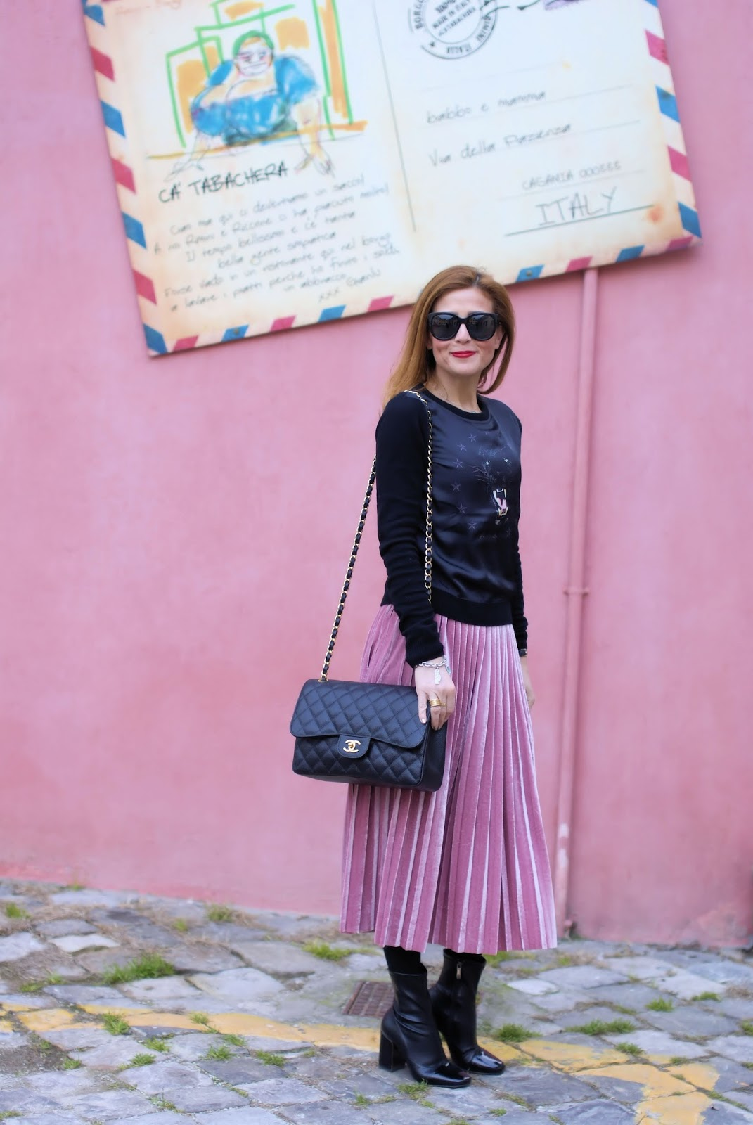 Pink pleated velvet skirt, Giovanni Fabiani shoes, Chanel 2.55 caviar on Fashion and Cookies fashion blog, fashion blogger style