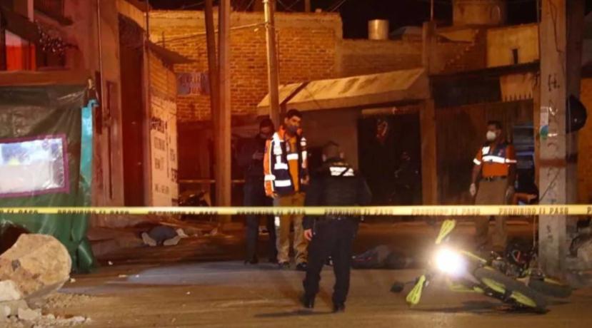 Masacre en Salvatierra; Guanajuato, Sicarios llegan a puesto de Hamburguesas y descargan sus rifles contra los comensales, 5 muertos y dos heridos