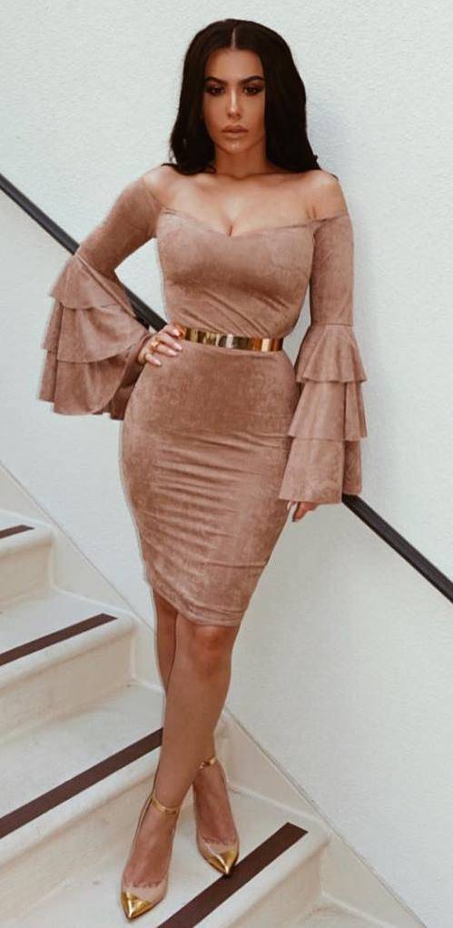 fashionable outfit / nude dress + golden details