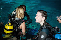 47 Meters Down Mandy Moore and Claire Holt Set Photo 4 (23)