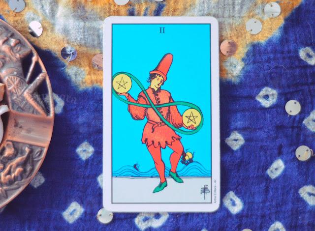 Saiba o significado da Carta do Ás de Ouros no Tarot do amor, dinheiro e trabalho, na saúde, como obstáculo ou invertida e como conselho.