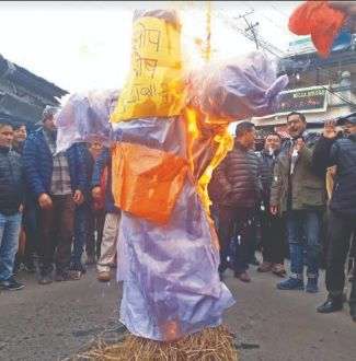 Effigies of Dilip Ghosh burnt in parts of Hills in protest against statement on Gorkha martyrs