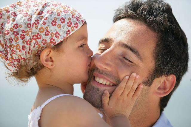Οι μπαμπάδες κοριτσιού γίνονται λιγότερο σεξιστές