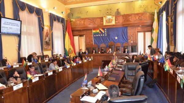 Senado boliviano aprueba ley de garantías constitucionales