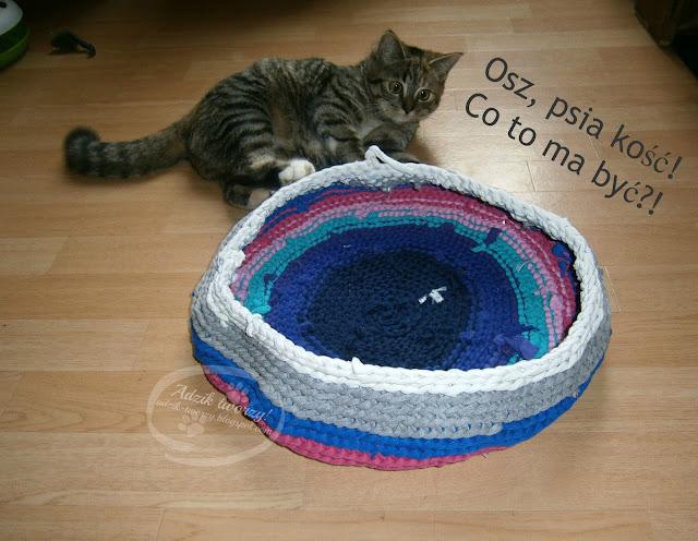 legowisko dla kota - kosz na szydełku