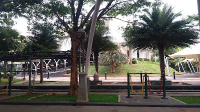 Area Masjid, kolam ikan, taman, menyatu dalam kesejukan
