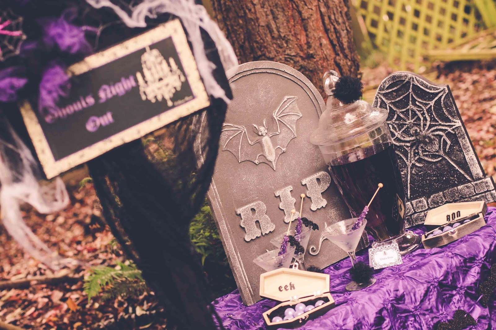 Halloween party inspiration by Fizzy Party