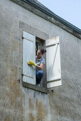 Shutter renovations, nettoyage, cleaning and sanding,