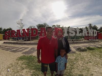 Tulisan landmark di pulau sirandah kota padang sumatera barat