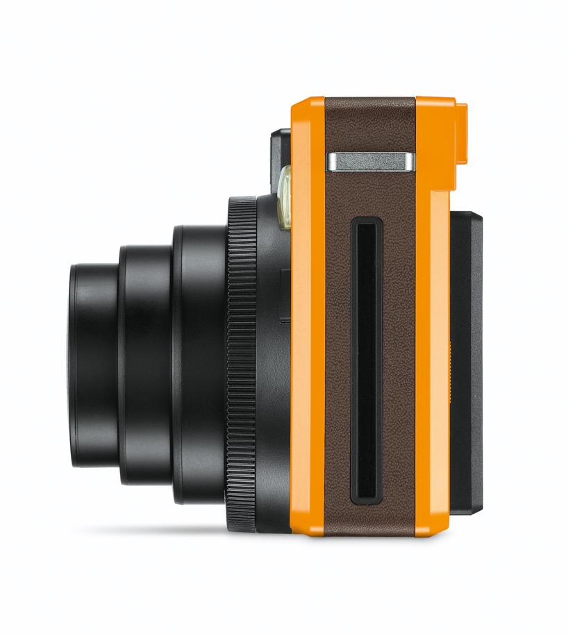 Leica Sofort, вид сбоку