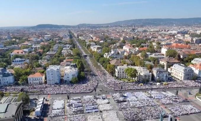 Több százezren voltak kíváncsiak Ferenc pápára