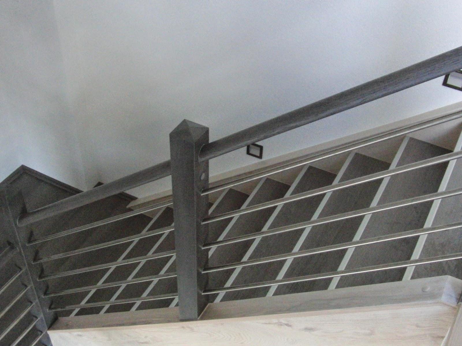 Treppengeländer - Edelstahl-Traversen in die Holzsäulen eingebohrt