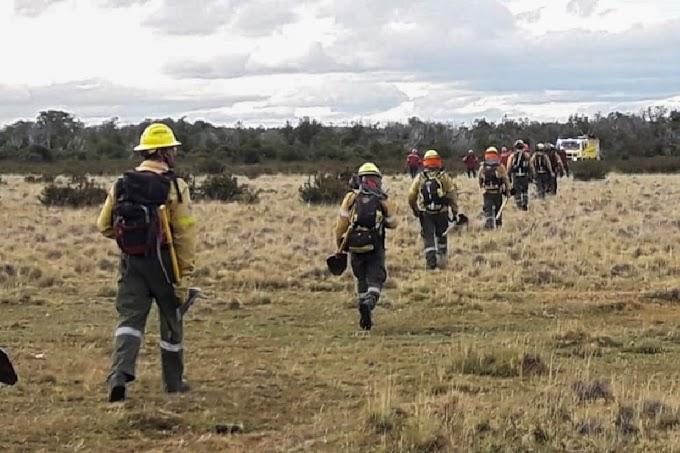 Sin Tregua.  Combatientes del SPLIF colaboran en el incendio de Corcovado