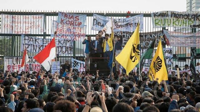 Mahasiswa demo