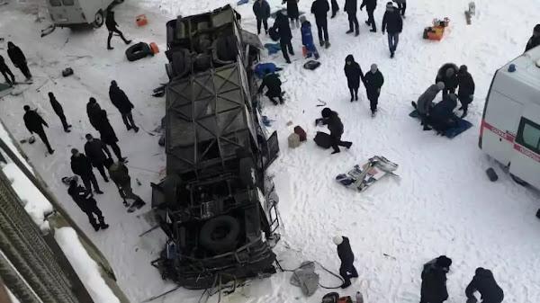 Ρωσία: 19 νεκροί και 21 τραυματίες από πτώση λεωφορείου σε ποτάμι