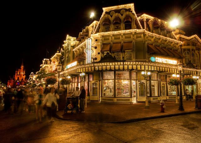 Frente da loja Confectionery no Magic Kingdom em Orlando