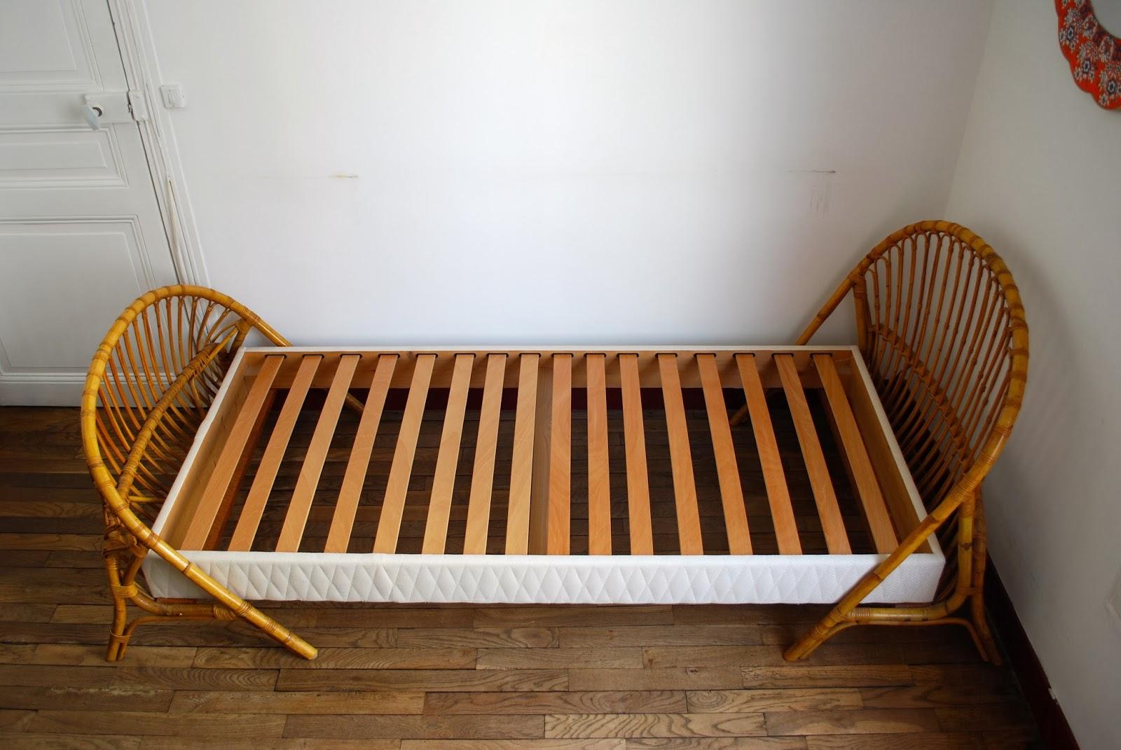 lit corbeille en rotin vendu g n ration vintage. Black Bedroom Furniture Sets. Home Design Ideas
