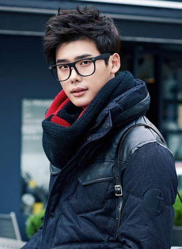 model rambut korea pria gaya kacamata