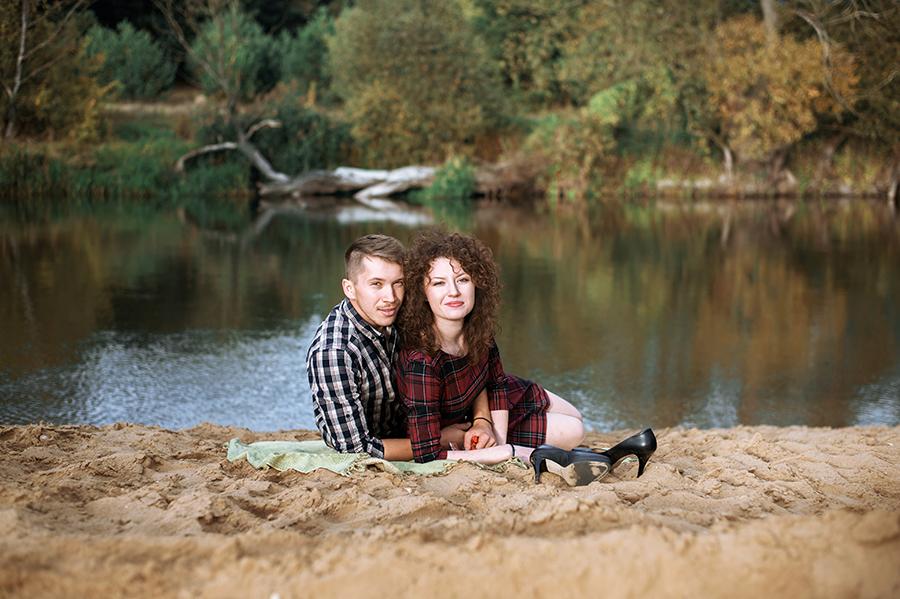 Zakochani przy rzece, Lubartów. Fotografia ślubna.