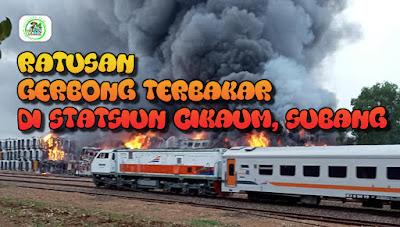 Ratusan Gerbong Kereta Api Bekas di Statsiun Cikaum, Subang Terbakar