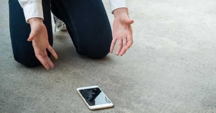 Düşen telefonunuz açılmıyorsa içindeki parçaları büyük ihtimalle hasar görmüştür.