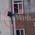 Πολίτης στην Αλβανία δεν άντεξε την καραντίνα και πήδηξε από τον τρίτο όροφο (βίντεο).