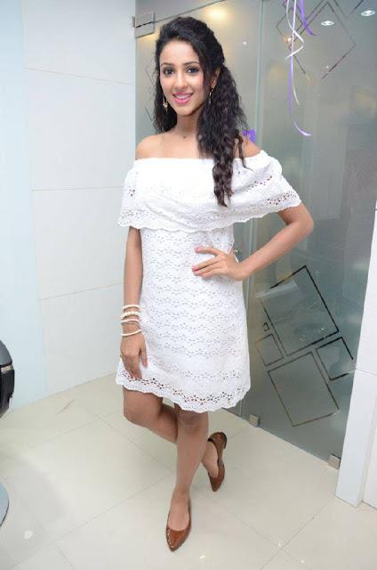 Priya Shri Stills At Naturals Family Salon and Spa Launch