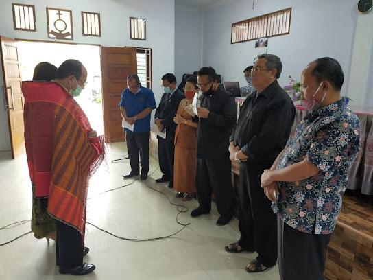 Mantan Ketua NHKBP Pematangsiantar Ir.Asner Silalahi Didoakan Para Pendeta HKBP Distrik V Sumatera Timur