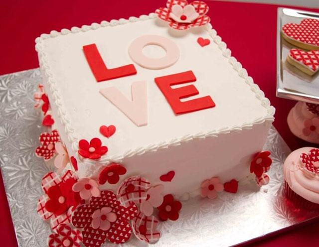 Hình bánh sinh nhật đẹp đơn giản nhưng không kém phần lãng mạng