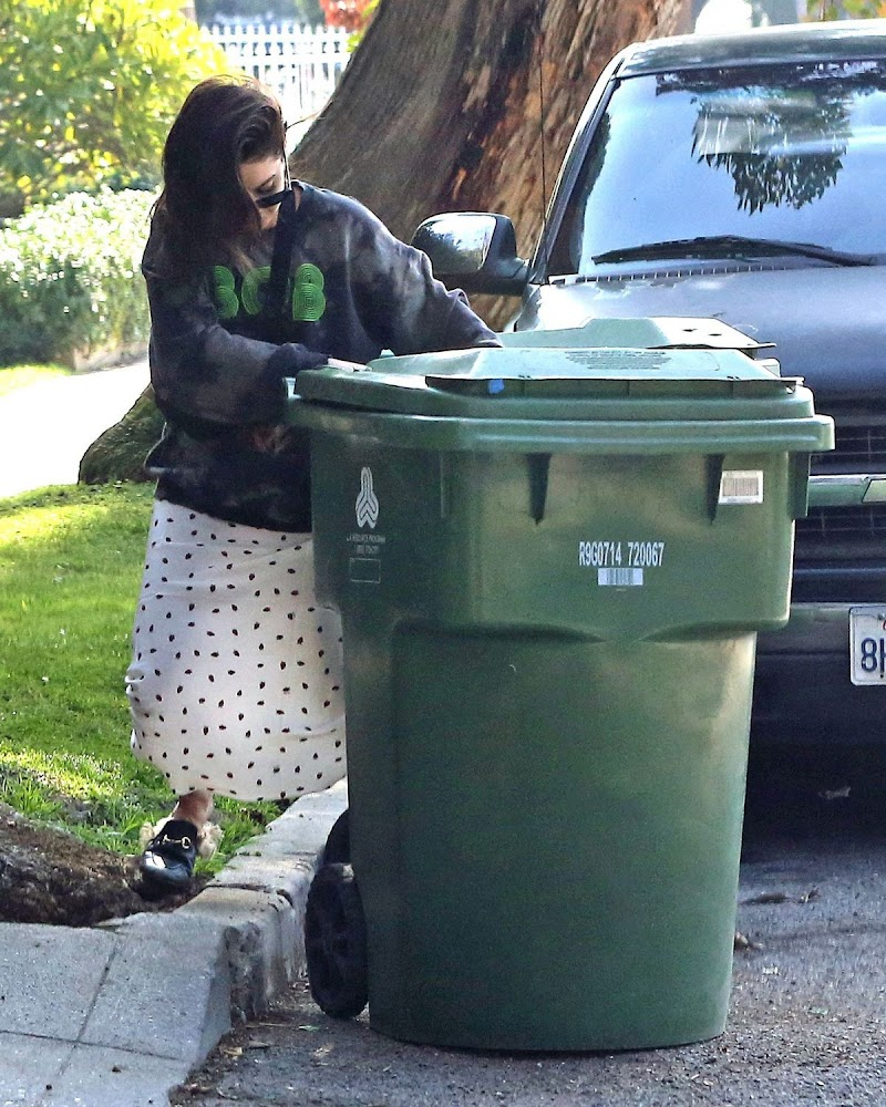 Vanessa Hudgens Taking Out Trash in Studio City 14 Jan-2020