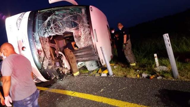 Sicarios del Cártel del Golfo tratan de detener autobús en Reynosa, Tamaulipas tras seguirlos, pero provocan fuerte accidente matando a 12 personas y 17 heridos