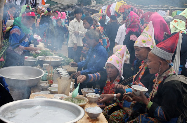 Panorama of Daily life in Lai Chau through Dao San market 4