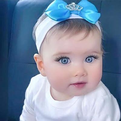 طفلة جميلة بعيون زرقاء رائعة bebés lindos