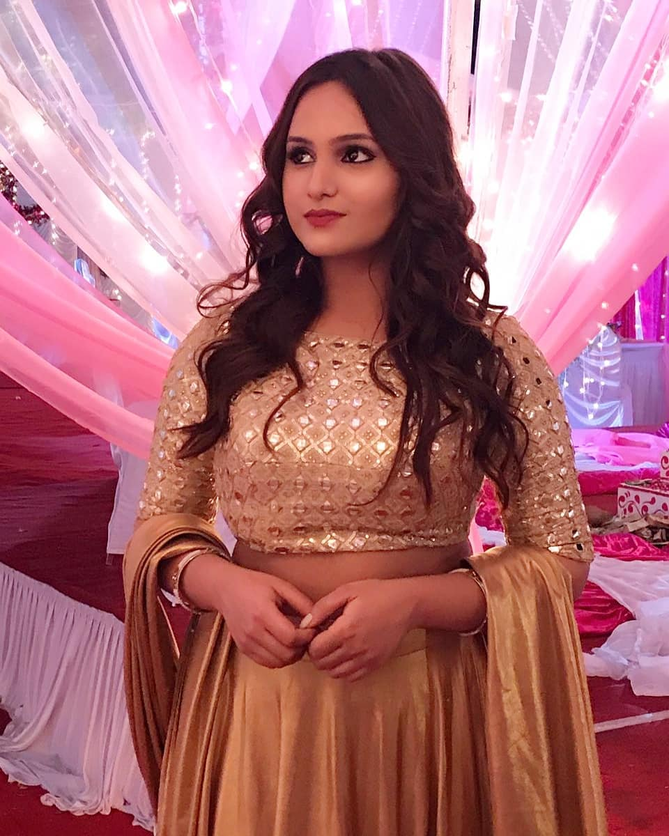 Aliya naaz ullu actress hot photos gallery