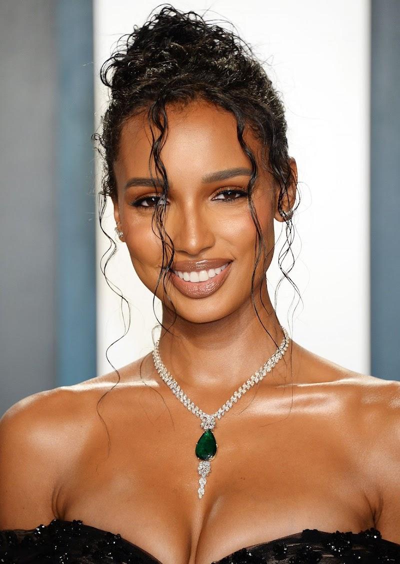 Jasmine Tookes Clicks at 2020 Vanity Fair Oscar Party in Beverly Hills 9 Feb-2020