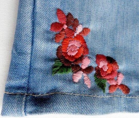 Mẫu thêu hoa trên quần jean đẹp - Hình 2