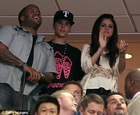 Is camron dallas dating selena gomez