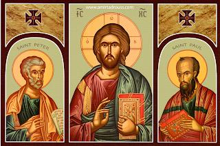 صورة للسيد المسيح يتوسط القديسين بطرس وبولس